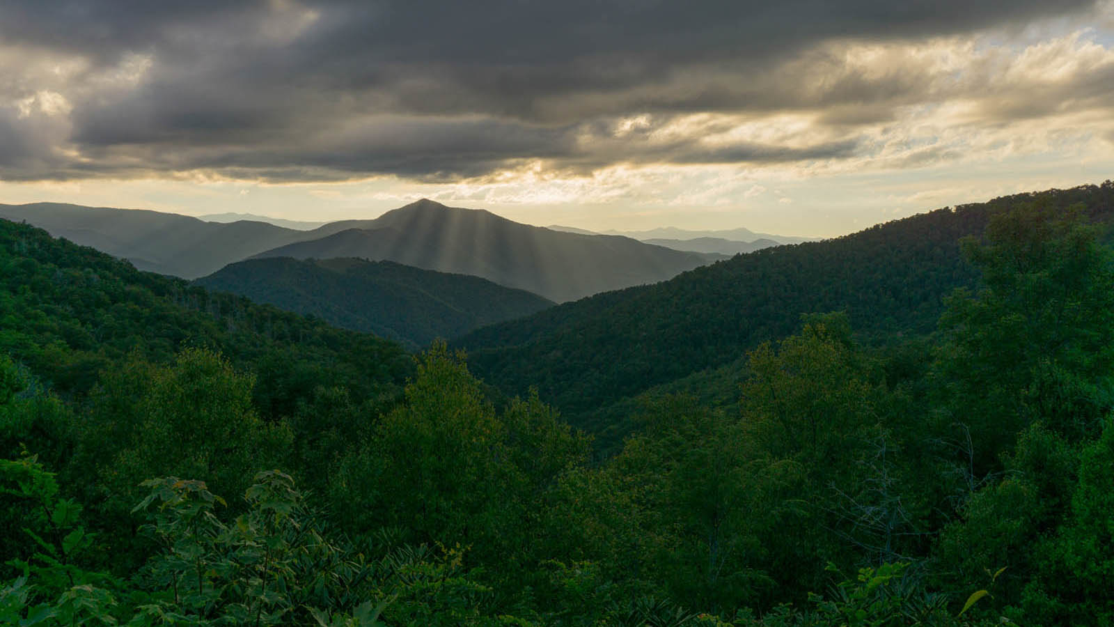 Sunset Behind Cold Mountain Parkway 4k